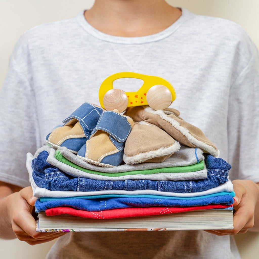 Separe roupas para doar